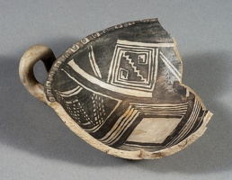Kayenta Black-on-white Mug Fragment