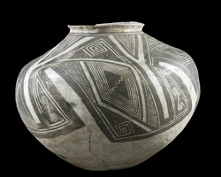 Kayenta Black-on-white Olla